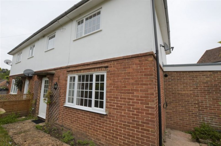 Recently Refurbished 3 Bed Semi on Hillingdon Rise, TN13 3RD - NO TENANT FEES!